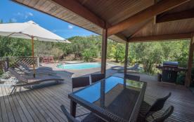 Villa toute en bois exotique dans le Maquis