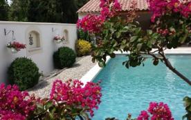 Petite Camargue est une très charmante maison de vacances située dans le ravissant village typiqu...