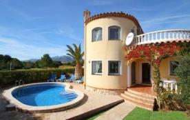 Ravissante villa accueillant 8 personnes, elle se situe à seulement 950 mètres de la plage et pro...
