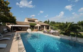 La Confine est une très belle maison de vacances, située à Eyragues (Provence-Alpes-Côte d'Azur),...
