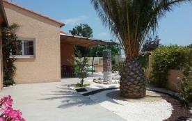 Au centre des Pyrénées Orientales au village de Trouillas au calme récente villa équipée 8 personnes avec piscine pri...