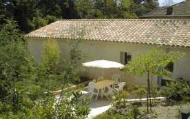 Les Bambous - Domaine viticole en activité, AOC Côtes de Provence, 4 gîtes mitoyens.