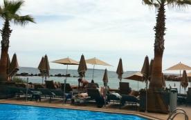 LES PIEDS DANS L'EAU  RESIDENCE du PORT Résidence de prestige à côté de l'hôtel PULMANN, face à la baie de CANNES