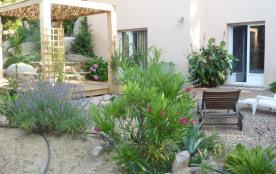 appartement en rez de jardin d'une villa