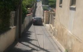 Rue étroite typique des quartiers