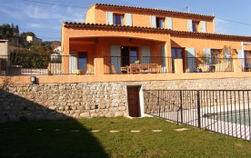proche Cannes et Antibes, villa climatisée avec piscine, calme et ensoleillée