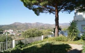 Agréable appartement pour 4 personnes, en rez-de-chaussée, situé dans un quartier calme, à environ 500 m du centre, d...