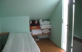 lit 1 pers a l'étage / cabinet d e toilette