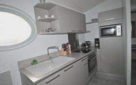 Appartement 2 personnes - En plein cœur du village de la Flotte, appartement neuf.