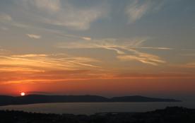 levé de soleil sur la baie de cavalaire depuis la terrasse