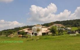 gîte(6 à 8 personnes) et une chambre d'hôtes, avec piscine à disposition, activités ânes et calèche