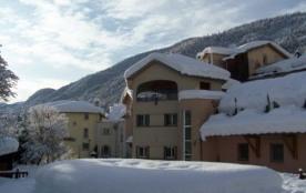 Aux portes du parc national du Mercantour et à 1h30 de la Côte d' Azur, le village de vacances se...