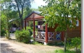 Bungalow Porto : le camping Santa Lucia dispose de 2 types de locations : le bungalow en bois (avec sanitaires) et le...