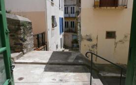 FR-1-309-69 - Appartement type studio, dans rue piétonne, proche centre ville et plage