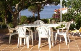 Appartement agréable d'une capacité pour 4/6 personnes, bien équipé et bien meublé, rez-de-chaussée d'une maison avec...