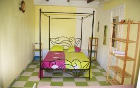 Gîte goyave ( chambre ayant un lit double et un lit simple
