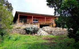 Maison en bois en bord de mer à Cala d'Orzo