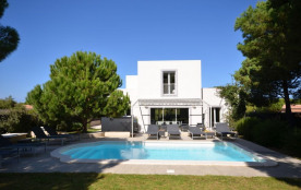 squarebreak, Contemporary villa with 4 en suite bedrooms