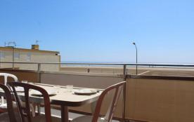 Appartement 2 pièces de 40 m² environ pour 4 personnes situées à 10 m de la plage et à 700 m du c...