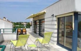 La Rochelle, bel appartement au troisième et dernier étage (ascenseur), situé dans une résidence ...