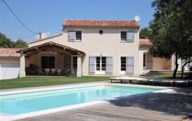La Briocha est une très belle maison de vacances, luxueuse, située au cœur du Lubéron à Bonnieux ...