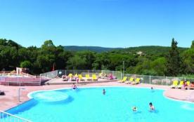 Bungalow 6-8 personnes - Le camping se situe dans un parc de 31 hectares planté de chênes et de pins parasols centena...