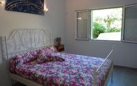 la grande chambre parentale avec lit en 160