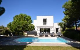 Contemporary villa with 4 en suite bedrooms