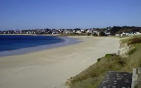 La plage a vos pieds .  Audierne :un port dans la ville