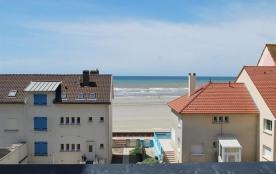 Duplex a deux pas de la plage .....