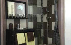 Douche et vasque privatives baldaquin