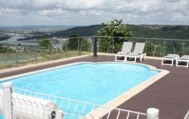 Gite avec piscine et aire de jeu pour enfant en Ardèche