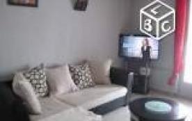Salon avec TV led 101 cm et free box