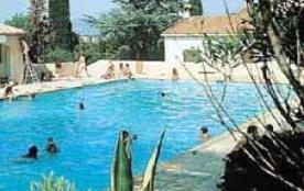 Villa mitoyenne, piscine et tennis dans la résidence, à 700 m de la plage de Bonporteau à pieds, ...