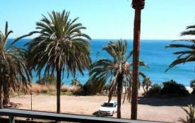 TOUT CONFORT er ACCES DIRECT PLAGE pour ce beau T2 entièrement rénové avec vue sur mer à MIAMI PLAYA, Espagne