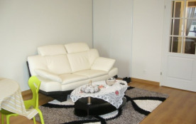 Dans résidence très récente, beau et grand TYPE 2 meublé et équipé pour 2 pers. :