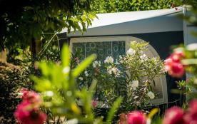 Flower Camping Le Mas de Mourgues, 52 emplacements, 27 locatifs