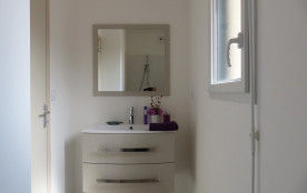 salle de bain du bas avec douche