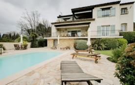 squarebreak, Agréable villa avec piscine et jardin à Valbonne