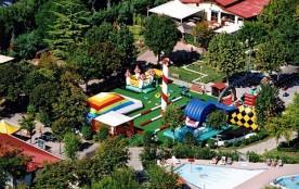 Neuf bassins dont une immense piscine tropicale et des activités à volonté au bord de l'Adriatique !