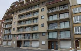 Appartement au rez-de-chaussée face à la mer, avec balcon face mer et arrière.
