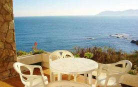 Appartement bien équipé d'une capacité pour 4 personnes, en rez de chaussée et en première ligne de mer avec une merv...