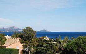 Villa 3 ch, grand jardin clos , belle vue mer. Plages et commerces à 5mn à pied