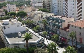 Vue de la terrasse sur la rue principale de Juan