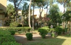 Appartement 2 pièces de 30 m² environ pour 4 personnes située au cœur d'un bois de pins, à 200m d...