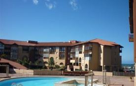 Agréable appartement au premier étage dans résidence avec piscine, ascenseur, à 50 m de l'océan e...