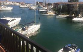 Depuis la terrasse avec le bateau