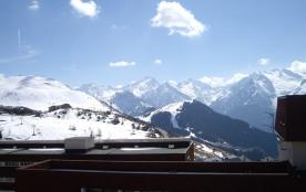 Charmant studio avec très belle vue. Arrivée et départ skis aux pieds.