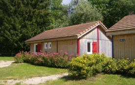 Chalet n° 390666 - Chalet bois situé en bordure du camping municipal, aux côtés de 13 autres loge...