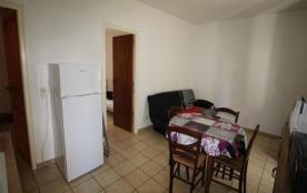FR-1-309-142 - Appartement F2 au 1er étage,  dans quartier calme et typique proche plage